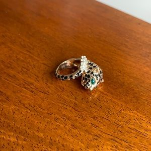 Leopard ring with green and clear stones ✨